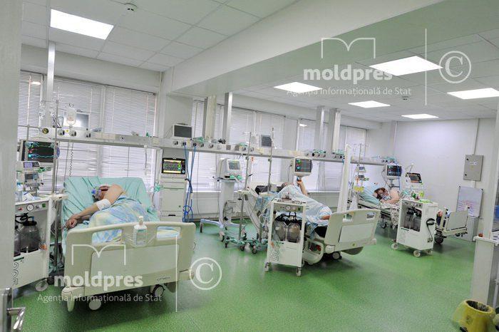 Столичные больницы переполнены пациентами с коронавирусом