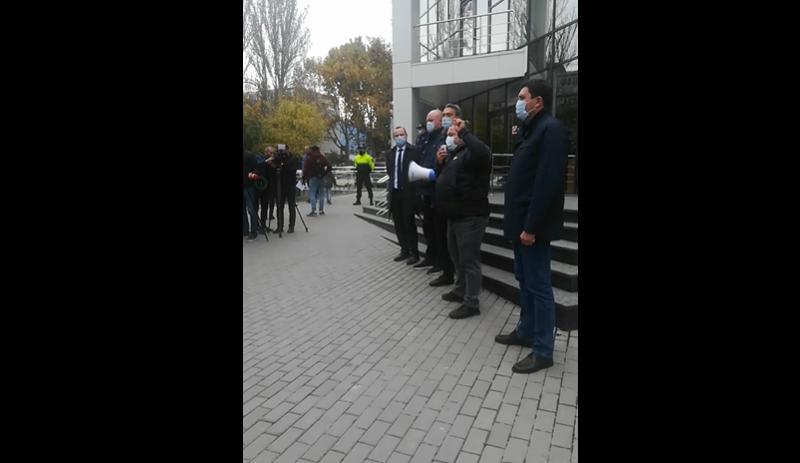 У здания Апелляционной палаты проходит пикет в поддержку Стояногло