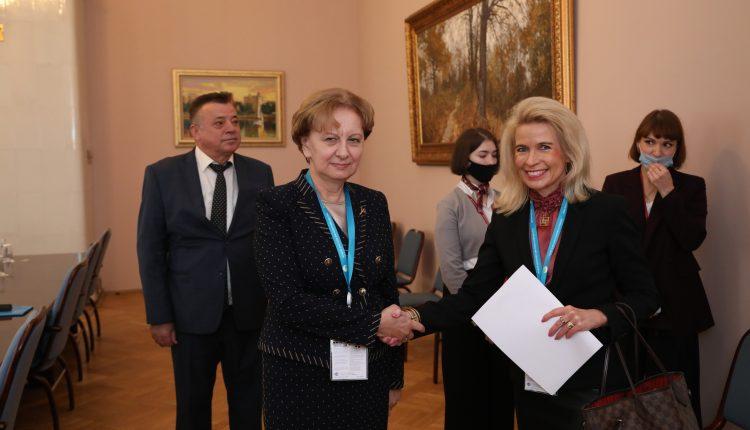 Зинаида Гречаный проинформировала вице-председателя ПА ОБСЕ о незаконных действиях в отношении Александра Стояногло